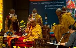 티베트의 '활불'(活佛)은 잘못된 표현입니다.