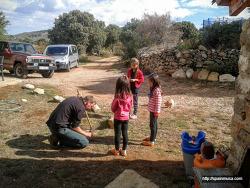 아이들을 보호하기 위한 스페인 고산 아빠의 행동