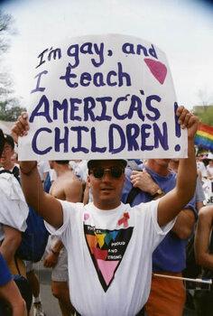 Gay 교사가 자랑스러운 LGBTAIQ 학생에게