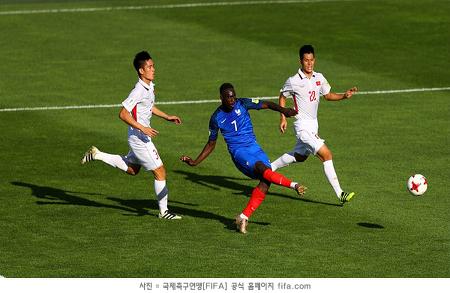 '우승 후보' 프랑스, 2경기 연속 대승...16강 확정