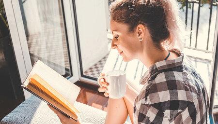 """""""책으로 떠나는 여행"""" 여름휴가 없는 직장인을 위한 북캉스 추천 도서"""