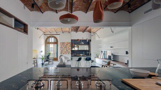 *바르셀로나 아파트 리모델링 Nook Architects uses mirrors to exaggerate space in Barcelona apartment