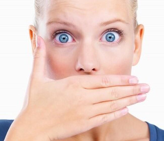 자고 일어나면 입냄새가 심한 이유는 이것?! - 입냄새의 원인