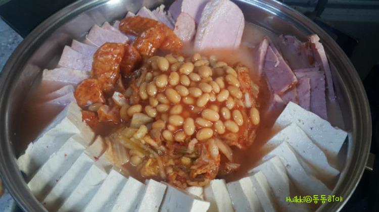 동동히야가 만든 베이크드빈을 넣은 김치 부대찌개