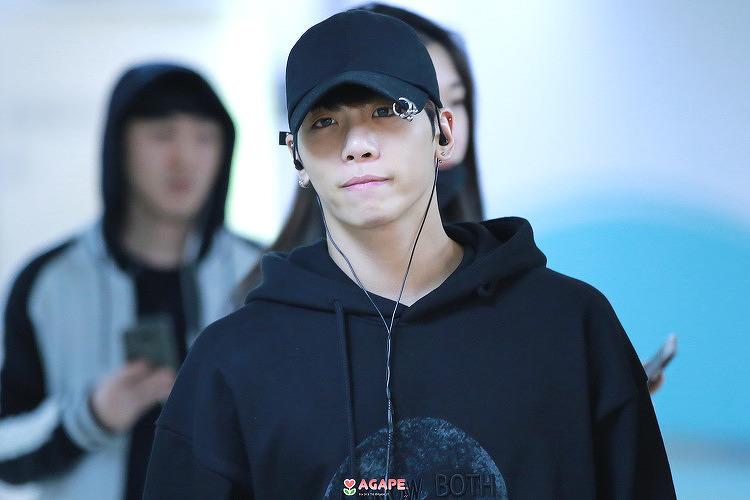 [1st update] 170310 Jonghyun - Gimpo airport