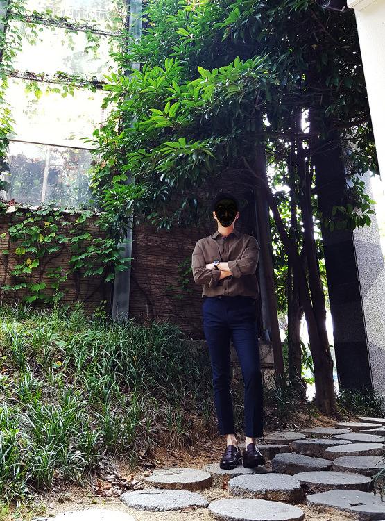 [2017 남자 가을 코디] 남자 오버핏 셔츠 넣어입기 [애드호크] 남성 카키 셔츠 코디 with 네이비 슬랙스