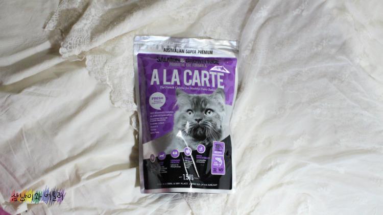 고양이 사료 유산균이 들어간 알라카르떼 캣사료 연어&현미(A La Carte) 급여 후기
