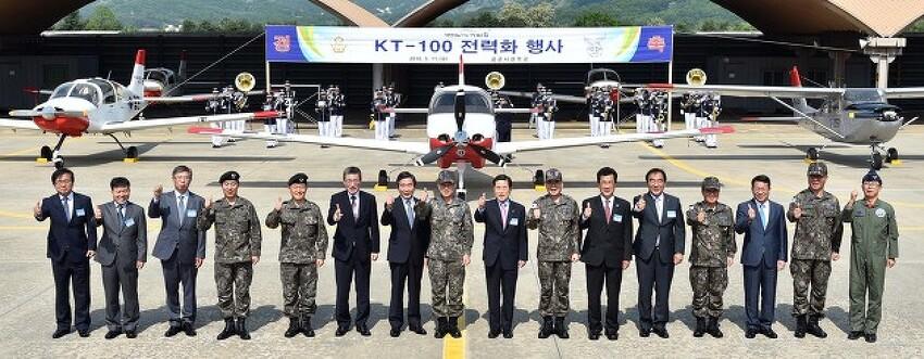 KAI, 공군 비행실습용 훈련기 KT-100 첫 인도