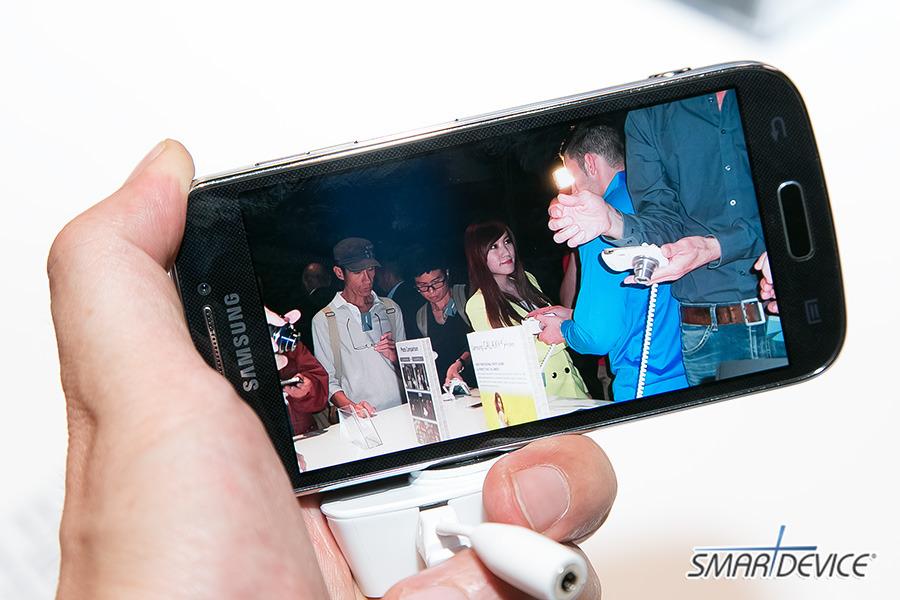 갤럭시S4 줌, 삼성 프리미어, 삼성 프리미어 2013, Galaxy S4 Zoom, 갤럭시S4 카메라, 인 콜 포토 쉐어, In-Call Photo Share, 갤럭시S4 줌 스펙, 갤럭시S4 줌 화이트 프로스트, 갤럭시S4 줌 블랙 미스트, 줌링, 갤럭시S4 줌링, 갤럭시S4 줌 플립커버, 갤럭시S4 줌 악세사리