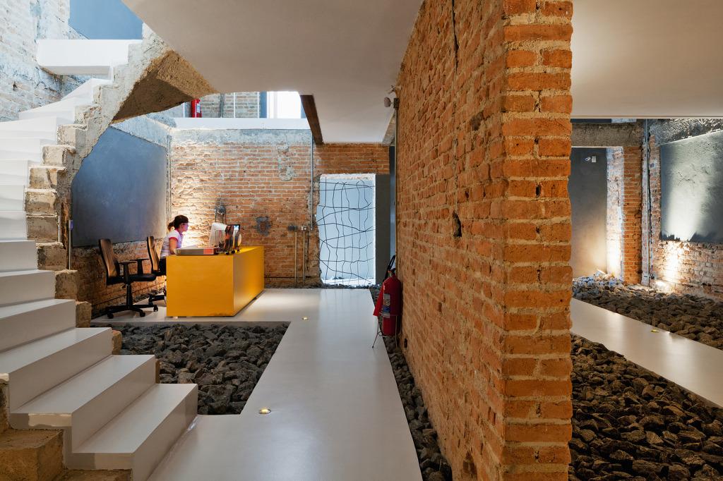 *인더스트리얼 인테리어, 오피스 리노베이션 프로젝트 [ FGMF Arquitetos ] CASA REX