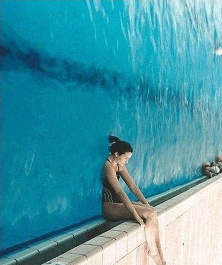 3초 후 이상한 사진, 수영장