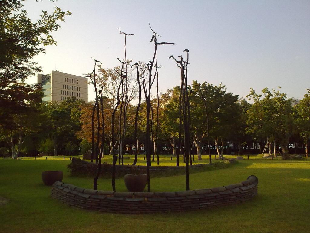 대구 국채보상운동공원에 있는 솟대 by Ara