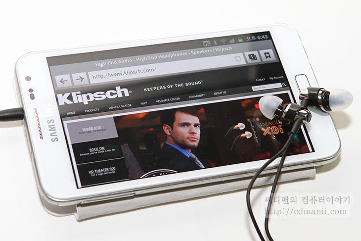 클립쉬, 클립쉬 IMAGE S4A, 안드로이드 이어폰, 안드로이드 전용 이어폰, 안드로이드 전용, Klipsch Headphones, 사용기, 후기, 악세서리, 이어폰, 커널형, S4I, S4, S4A, IT, android, 안드로이드, 이벤트,클립쉬 IMAGE S4A 안드로이드 이어폰 Klipsch Headphones 사용기  안드로이드 전용 이어폰을 하나 소개 합니다. 클립쉬 Image S4A 이어폰인데 어플을 함께 설치하면 상당히 다양한 용도로 사용이 가능 합니다. 버튼을 한번 누르는것으로 음악 또는 동영상 어플을 동작시킬 수 있고 기본적으로 음악을 재생 , 일시정지를 시킬 수 있습니다. 물론 안드로이드 이어폰인만큼 전화 통화 중에도 그대로 활용이 가능 합니다. 지하철이나 사람이 많은곳에서 스마트폰을 사용할 때 이어폰의 사용은 사실 필수적인데요. 클립쉬 Image S4A (Klipsch Headphones) 는 쉽게 어플을 실행하게 도와주고 안드로이드에 최적화된 기능을 제공해줍니다. 그럼 지금부터 한번 살펴보죠.