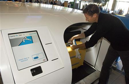 승객이 스스로 짐을 부치는 수하물 자동 체크인 장비