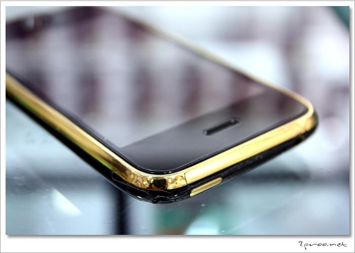 금도금된 검정색 아이폰