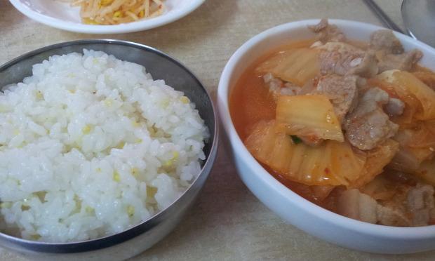 김치찌개와 공기밥