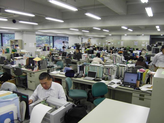 마이니치신문사 편집국 모습