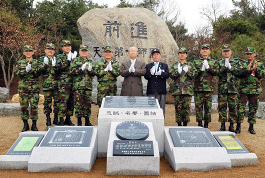 백선엽장군 기념석 ( 카투사전우들의뜨락 고수현 전우님 글에서 옮김)