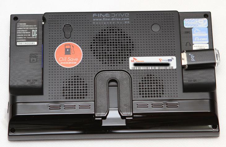 파인드라이브, IT, 제품, 네비게이션, 리뷰, 사용기, 후기, 개봉기, iQ-t, DMB, 안테나, 티맵, GPS, 와이파이, 맵, map, 제작자, finedrive, 주유소, 업그레이드, USB, 카드리더기, 시거잭, 차량용거치대, 차량고정용 거치대, 거치대, 차량고정용,파인드라이브 네비게이션 iQ-t 개봉기를 이번에 체험단이 되어서 적어 봅니다. 별매품으로 제공하는 구성품까지 모두 받아버려서 앞으로 체험 후기를 적을 때 다양한 내용을 다룰 수 있겠네요. 네비게이션이 다 그게 그건 아니지요. 실제로 차를 운전할 때 늦게 알려주거나 반응이 느리거나 하면 짜증이 밀려오죠. 때문에 사용후기의 내용은 중요하다고 생각합니다. 이번에 실제 사용을 해보면서 느낀 파인드라이브 네비게이션 iQ-t  의 장점과 조금 미흡한점에 대해서 자세히 살펴볼 생각입니다. 이번시간에는 첫번째 미션인 구성품에 대해서 자세한 사진으로 알아보는 시간을 갖도록 하겠습니다.