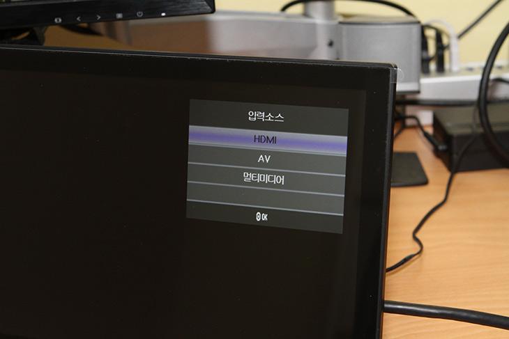 14인치, IPS모니터, 서브모니터, 카멜, PF1410IPS, 화질, 성능,IT,IT 제품리뷰,27인치 게이밍 모니터를 쓰고 있는데요. 따로 보조모니터가 필요했습니다. 14인치 IPS모니터 서브모니터 카멜 PF1410IPS를 소개 합니다. 화질 성능에 대해서 알아볼텐데요. 이 제품은 특별한 기능도 있어서 자체 이미지 뷰어나 영상 재생기능이 있습니다. 14인치 IPS모니터 서브모니터 겸 전자액자 등으로 사용이 가능한 제품이죠. PF1410IPS는 IPS 패널을 넣어서 시야각도 좋고 해상도도 딱 좋아서 괜찮았습니다.