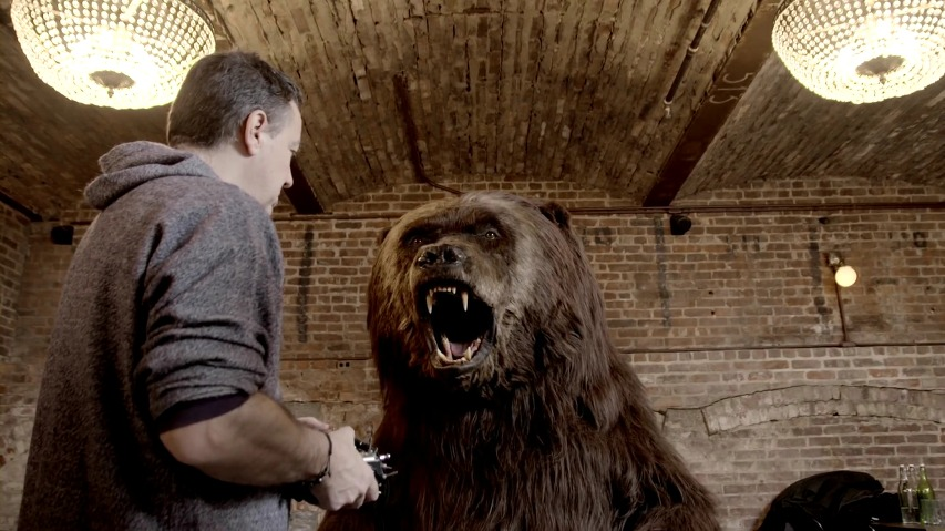 곰이 신선한 천연음식을 찾아 뉴욕 거리를 헤맨다! - 쵸바니 요거트(Chobani Yogurt)의 바이럴 영상 [한글자막]