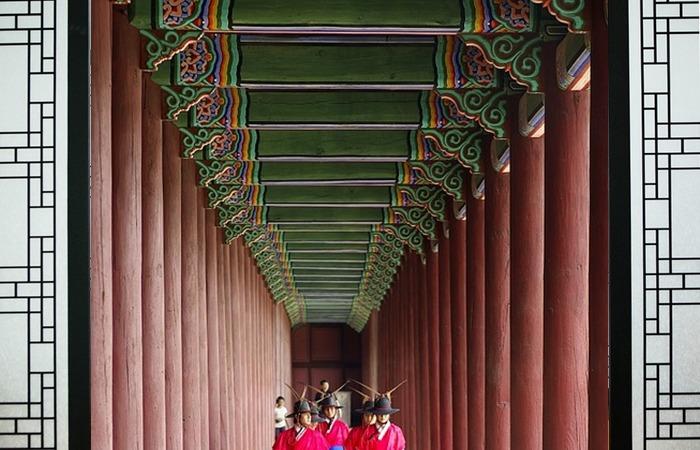 사진: 유교국가인 조선에서 이혼은 매우 엄격히 금지된 것이었다. 국가의 허락을 받아야 할 정도로 엄격했으나 문종은 두번이나 이혼을 했었다. [문종의 두 번째 결혼과 이혼 - 순빈 봉씨]