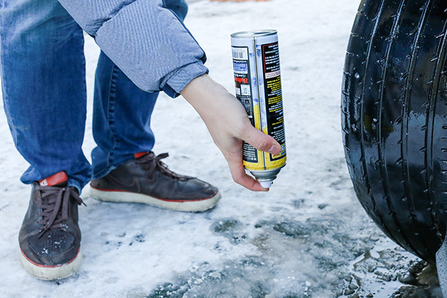겨울 차량용품 스프레이체인의 사용법으로 틀린 것은? - 자동차 언어영역