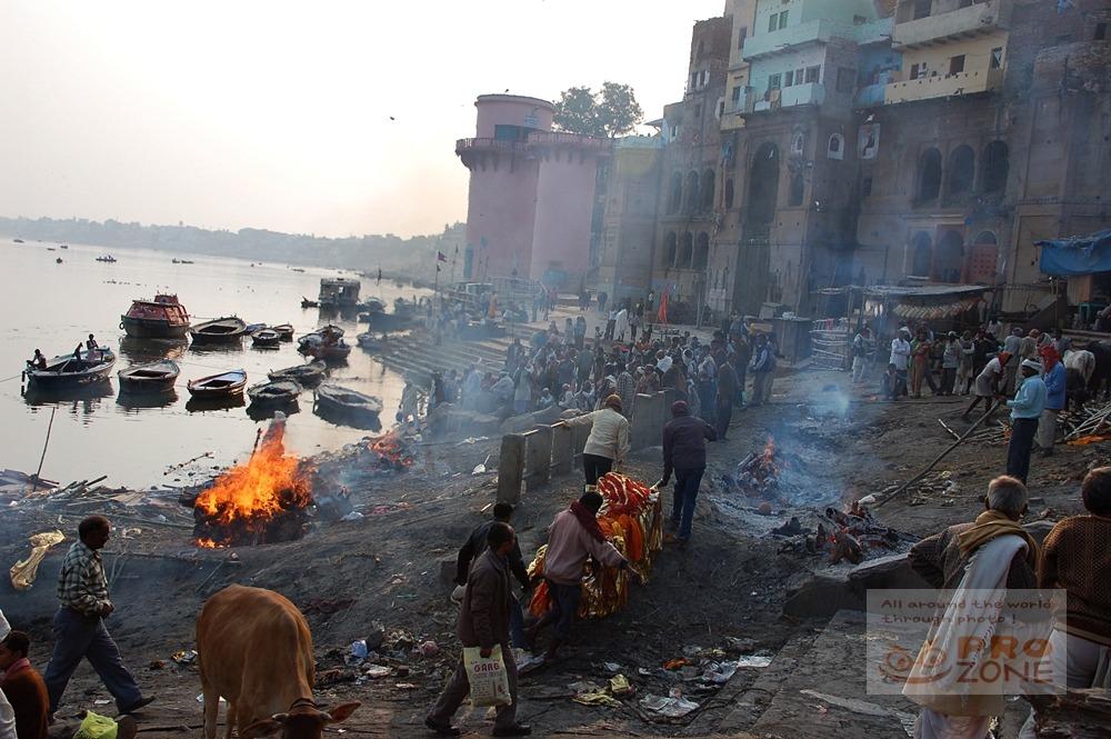 [인도] 바라나시의 화장터 마니카르니카 가트 <1> 삶과 죽음이 일상적으로 공존하고 있는 그곳