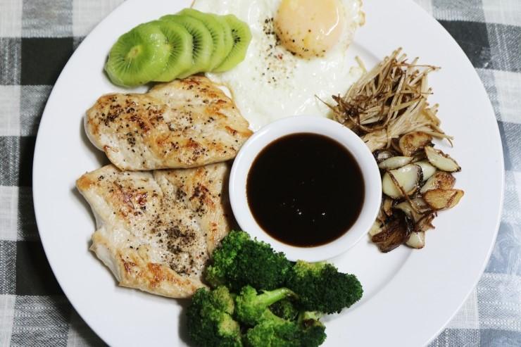 [닭가슴살스테이크] 매번 삶아먹는 닭가슴살 지겨우시죠?! 닭가슴살 맛있게 먹는 법!