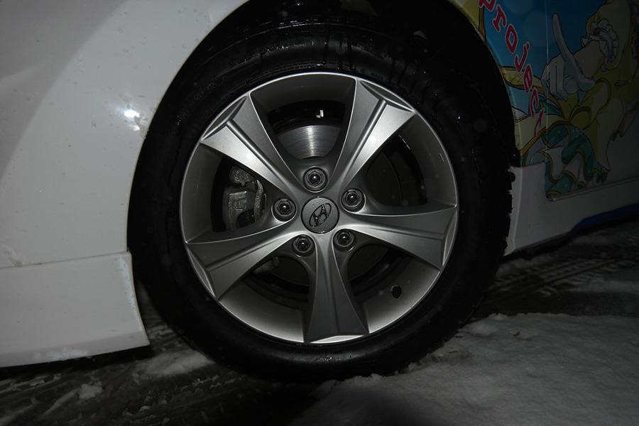 눈길, 빙판길 AWD(사륜구동)보다 윈터타이어가 더 효과적인 이유