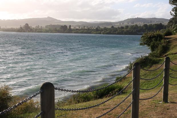 〔타우포〕뉴질랜드 북섬의 가장 큰 규모의 호수, '타우포 호수(Lake Taupo)'