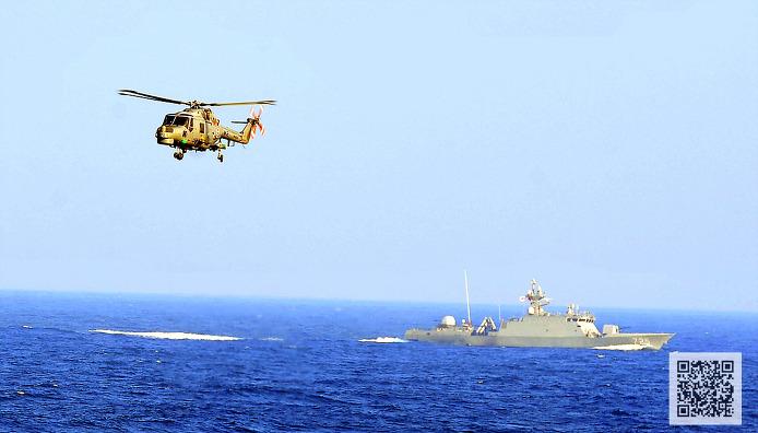 잠수함 탐지에 나선 해군 링스 대잠헬기 ⓒMediaPaPaer.KR 오세진 사진기자