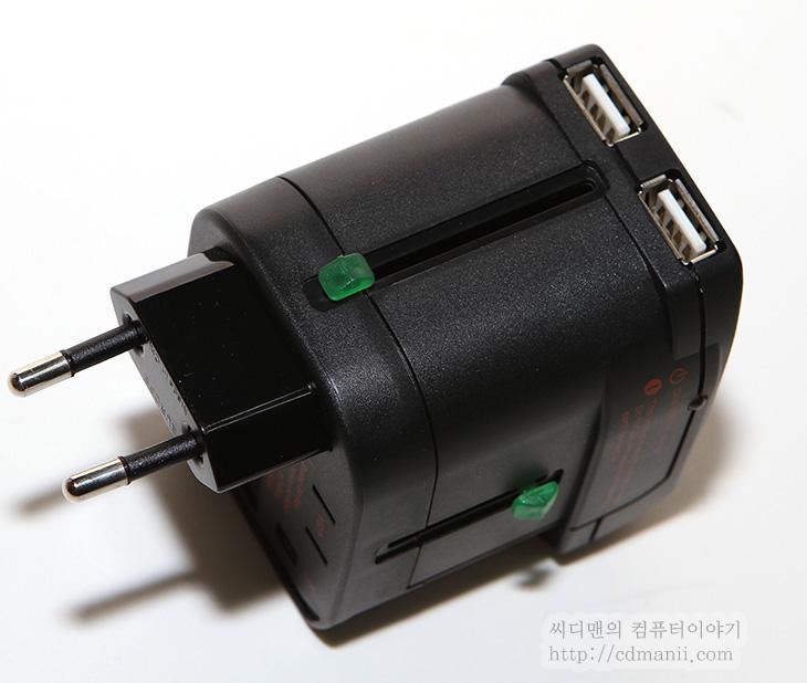엘라고 트립쉘 사용기, 엘라고 트립쉘, ELAGO TRIPSHELL, 여행용 듀얼충전기, 세계 여행용 충전기, 여행용, 여행용 충전기, USB 충전기, 220V, 전원팁, 변환팁, 변환기, 돼지코, 110V, 유럽, 오스트리아, HPM-100A, 리뷰, 사용기, 후기, 전력, DC전력, 충전, 충전시간, 엘라고 트립쉘을 사용하면 해외 여행 할 때 어디를 가던지 변환팁을 들고 다니지 않더라도 듀얼충전기를 사용할 수 있습니다. 여러나라 변환팁이 미리 붙어있는 듀얼충전기라고 생각하면 됩니다. 이번 시간에는 엘라고 트립쉘을 사용해서 실제로 스마트폰을 충전해볼것입니다. 해외여행은 저도 조만간 가게 될듯한데 그 때 이것을 유용하게 사용하게 될것같네요. 물론 이번시간에는 전원팁 모두를 써볼겁니다. 제가 가지고 있는 전력측정기인 HPM-100A로 이것을 해볼겁니다.  이 전력측정기는 해외에서도 사용이 가능한 모델이므로 여러가지 단자를 제공하기 때문입니다. 실제로 꽂아보니 잘 작동하더군요. 그리고 ELAGO TRIPSHELL 여행용 듀얼충전기 스펙상 5V 1A까지 가능하다고 되어있으나 테스트상으로는 1.1A 까지도 들어가더군요. 간단히 정리하면 여러가지 변환팁을 따로 들고다니지 않아도 되고 이것 하나만 있으면 어디든 사용할 수 있는 유용한 물건입니다. 그리고 충전효율도 괜찮아서 최근스마트폰이나 태블릿도 너무 오래기다리지 않고 충전을 할 수 있습니다. 이번 시간에는 실제로 테스트를 하고 실제로 보여드릴겁니다. 맨아래 동영상은 꼭 보세요.