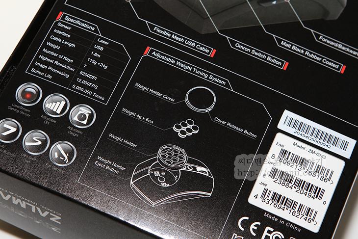 ZM-GM3 사용기, 잘만 ZM-GM3, 잘만, ZALMAN, 게이밍 마우스, 잘만 게이밍 마우스, IT, 리뷰, 사용기, 후기, 광센서, 레이저센서,ZM-GM3 사용을 해봤는데요. 이 마우스는 잘만의 기술로 만든 게이밍마우스 입니다. 인체공학적인 디자인을 한것이 특징이고 무게추를 이용하여 무게감을 사용자가 튜닝할 수 있다는 장점이 있습니다. ZM-GM3 사용을 살제로 해보면서 그립감 확인 및 게임 벤치마킹을 해보았습니다. 몇몇 부분에서는 편한점이 있었고 몇몇 부분에서는 반대로 아쉬운점도 좀 있더군요. ZM-GM3 사용시 오른손 전용으로 만들어진 제품이며 상단에 특수한 코팅 때문에 잘 미끄러지지도 않고 손에 땀이 많은 상태에서도 정확한 그립이 가능했습니다. 제가 알기로는 우레탄 코팅을 보통하는것으로 아는데 그런 코팅느낌입니다. 좀 괜찮은 게이밍마우스에는 이런 코팅이 되어있죠.  손바닥이 닿는 부분에 동그란 부분이 있는데 이부분에는 무게추가 들어갑니다. 보통 무게추 추가는 아래쪽에서 하거나 보이지 않는 부분에 하는데 특이하게 위에서 넣을 수 있도록 되어있습니다. 4g추를 총 6개를 넣어서 24g을 4g 단위로 조정하여 사용이 가능 합니다. 무게가 너무 가벼워도 불편한 분들이 있고 반대로 너무 무거워도 불편한 분들이 있죠. 그래서 이것을 조정할 수 있도록 한것입니다.  그립감 부분에서는 약간 아쉬운 점이 있었는데 모든 부분이 다 괜찮았는데 마우스를 손으로 쥐고 미세조정시 4번째 5번째의 손가락이 닿는 부분에 안쪽으로 깍여진 턱 때문에 그립감이 그렇게 좋지는 않더군요. 이부분이 개인적으로는 너무 아쉬웠습니다. 이부분에 턱을 없앴다면 상당히 좋았을텐데 하구요. 그리고 휠의 위치가 DPI 버튼 때문에 조금 너무 앞으로 가있는 느낌이 있습니다. 손가락이 짧은 분들은 휠이 좀 멀리 있다는 느낌을 받을 겁니다. 그림 실제로 사진으로 설명을 드리죠.