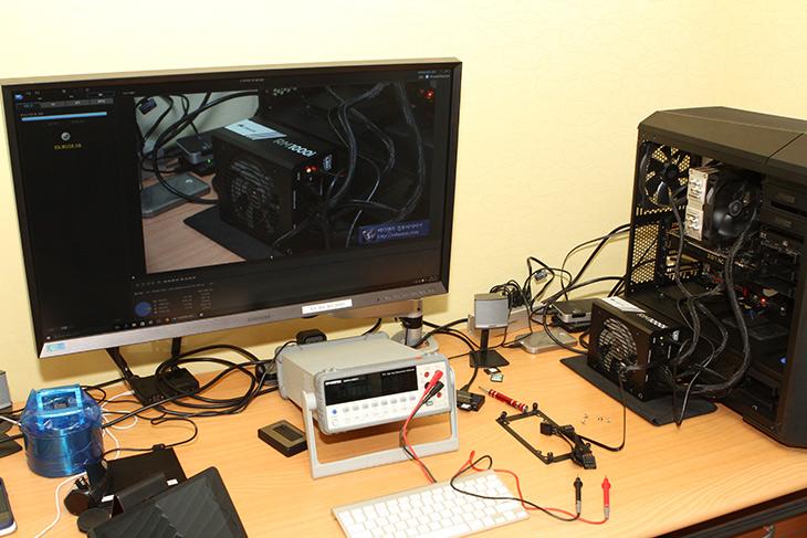 커세어 ,RM1000i ,커세어 ,링크 ,12V ,전압, 벤치마크,IT, IT 제품리뷰, 커세어 링크,Corsair Link,파워서플라이는 컴퓨터의 핵심장치이며 심장 역할을 하는 부품 입니다. 파워서플라이 중에서 좀 재미있는 기능이 있는것을 소개하죠. 커세어 RM1000i 커세어 링크를 알아볼텐데요.  이 제품의 안정성 및 12V 전압 벤치마크도 해 볼것입니다. Corsair에서는 다양한 게이밍 기어와 컴퓨터 부품들을 내어놓고 있는데요. 오버클러커들이 좋아하는 브랜드이기도 하죠. 커세어 RM1000i 커세어 링크는 측정값을 프로그램을 통해서 확인하도록 한것인데요. 물론 이런 종류의 파워서플라이가 처음은 아닙니다. 다른 제조사이지만 전압까지 조절하는 재미있는 제품들도 있긴 했죠. 다만 이 시간에는 RMi 파워서플라이중 상위 모델에 해당하는 이 제품에 대해서 좀 살펴보도록 하겠습니다.