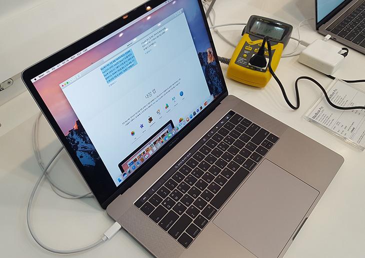 썬더볼트3, 100W, USB 3.1, Gen2 ,지원, USB C ,케이블, MS TECH,IT,IT 제품리뷰,가장 좋은 제품을 써보는것은 행복한 일입니다. 구독자분들에게 소개 합니다. 썬더볼트3 100W USB 3.1 Gen2 지원 USB C 케이블 MS TECH 최고의 케이블을 소개 합니다. 케이블이 대단해봐야 얼마나 대단하겠냐 생각할지 모르지만 국내 기술의 세계에서도 드문 기술을 가진 대단한 제품 입니다. 썬더볼트3 100W USB 3.1 Gen2 지원 USB C 케이블 이라고 했는데요. 이 케이블 하나로 다 지원이 가능 합니다. 요즘은 스마트폰이나 노트북 태블릿 데스크탑까지 모두 USB C 단자가 들어가는데요. 그리고 앞으로 모든 인터페이스가 이 단자 하나로 통합이 된다고 하죠.