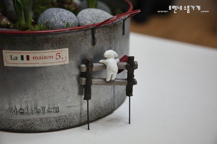 화분에 꽂는 쁘띠 '가든픽' 귀여운 인테리어 소품8