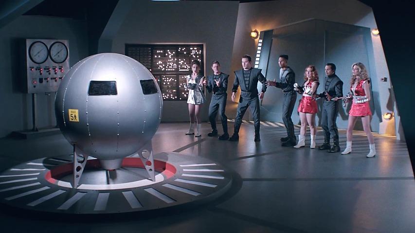 우주괴물에 쫓겨 우주선에서 탈출할때도 5인승만으로 충분할까? - 닛산(Nissan)의 7인승 SUV 로그(Rogue) 캐나다 TV광고 - '우주선(Space Ship)편' [한글자막]