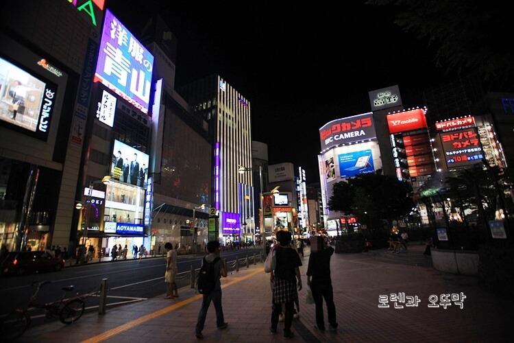 도쿄 신주쿠역 내부와 주변 풍경11