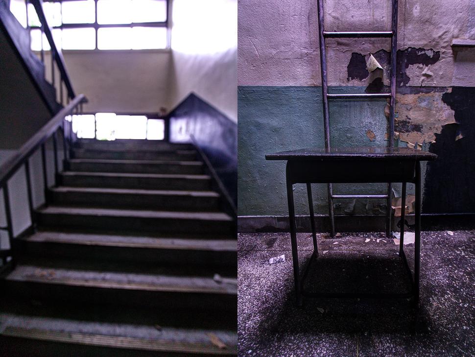 복도 계단을 올라가 마주한 책상과 비상구