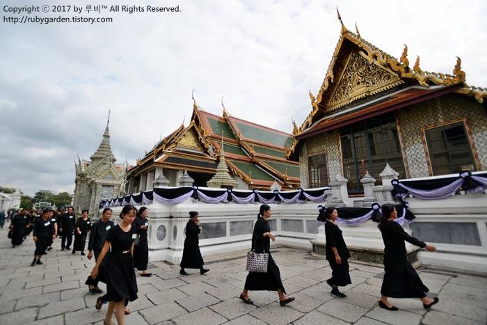 태국 여행 / 방콕 여행 / 푸미폰 국왕(라마9세) 추모의 물결로 넘쳐나는 태국 왕궁