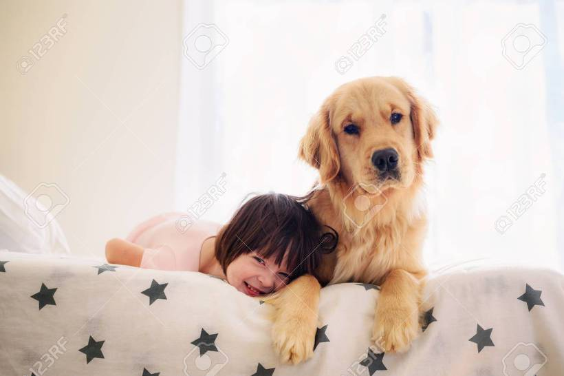 아이와 개 골든리트리버