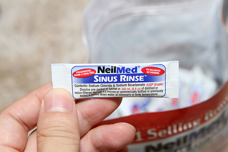 코세척기, 네일매드, 이상민 ,이소라 ,쓰는 ,코세척 방법,건강,제품리뷰,요즘 감기 때문에 고생하고 있는데요. 미리미리 쓰는게 좋습니다. 코세척기 네일매드 이상민 이소라 쓰는 것으로 유명해진 제품인데 코세척 방법을 제가 소개를 할겁니다. 막상 해보면 어렵진 않습니다. 코세척기 네일메드는 청소도구와 250개의 소금으로 이뤄진 세트로 되어있습니다. 이 외에도 코 속을 촉촉하게 해주는 제품도 같이 들어가 있네요. 실제로 제가 사용해본 느낌을 그대로 적어본다면 아침 저녁마다 틈틈히 생각날때마다 해주면 정말 코가 시원해집니다. 처음에는 코가 얼얼하고 아플수도 있으나 좀 요령이 생기면 나중에는 자기도 모르게 스스로 하게 됩니다.