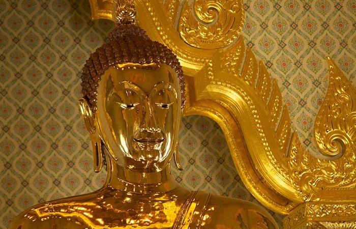 사진: 황금불상의 가치는 2천억 원이 넘을 것으로 보인다. 태국은 불교의 나라이므로 불상이 매우 많지만, 거의 200년이나 잊혀졌던 불상이니 국보급 문화재이다. [세상에서 가장 큰 황금불상]